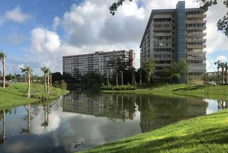 image of condominium towers at Hillcrest in Hollywood, FL